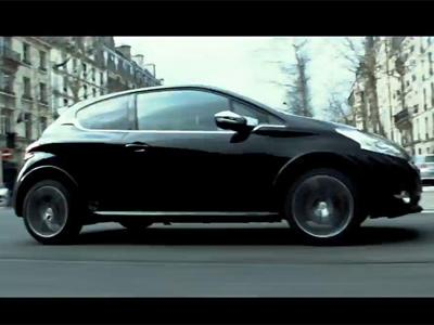 3 Days to Kill : une poursuite en 208 GTi dans les rues de Paris