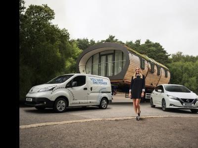 Margot Robbie s'engage avec Nissan pour promouvoir l'électrique