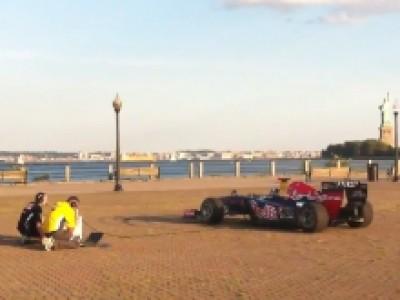 L'hymne américain interprété par une Red Bull F1