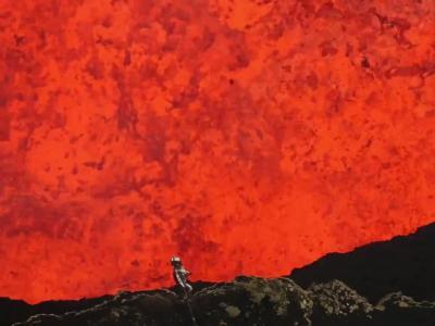 Sam Cossman film dans un volcan en activité