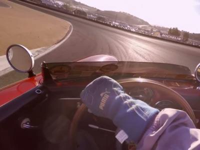 Embarquez pour un tour de circuit à bord des Porsche de compétition