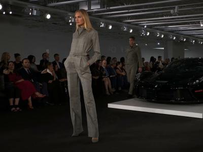 Mannequins et supercars : le défilé improbable de Ralph Lauren