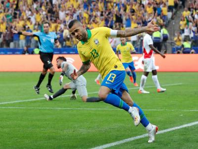 Copa America 2019 : le but de Dani Alves face au Pérou !