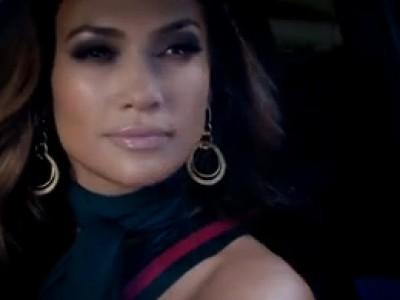 Jennifer Lopez parade dans sa nouvelle Fiat 500C Gucci