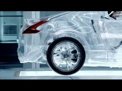 Une Nissan 370Z entièrement transparente dans une publicité de Shell