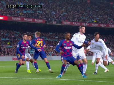 Barça - Real Madrid : les deux penaltys oubliés sur Varane en vidéo !