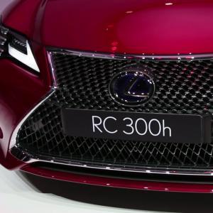 Mondial de l'Auto 2018 : la Lexus RC300h en vidéo