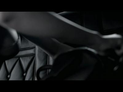 Armani déshabille Rihanna