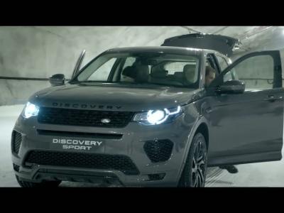 Le Land Rover Discovery Sport dans un duel qui a du chien