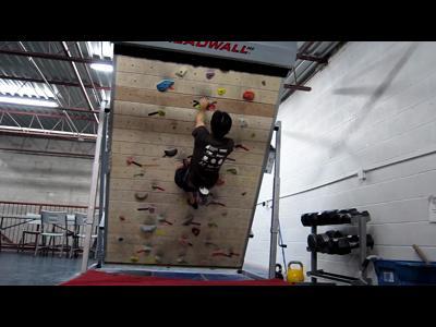 Le mur d'escalade qui n'en finit pas