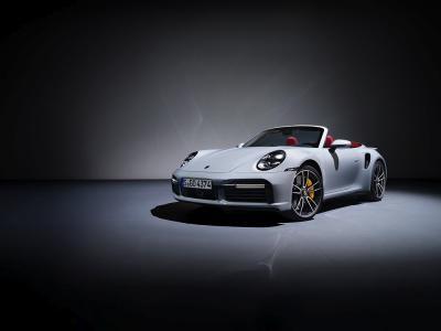Porsche 911 Type 992 Turbo S Coupé et Cabriolet : la sportive en vidéo