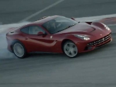 La Ferrari F12 Berlinetta en action