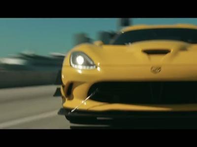 Pennzoil offre un baroud d'honneur façon Miami Vice à la Dodge Viper