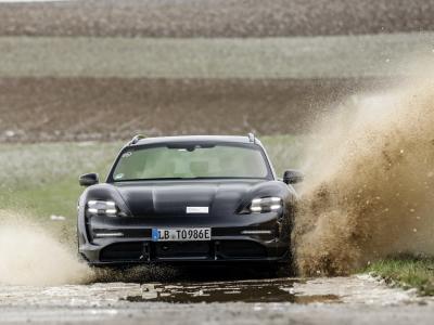 Porsche Taycan Cross Turismo : premières images pour le break baroudeur 100% électrique