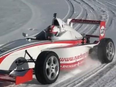 Un tour du Nurburgring en monoplace et sur la neige