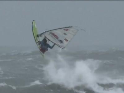 Au coeur de la tempête en windsurf