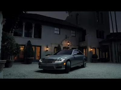 Pub Mercedes Super Bowl avec SLS AMG roadster