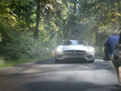 La fable du Lièvre et la Tortue réinventée par Mercedes pour le Superbowl
