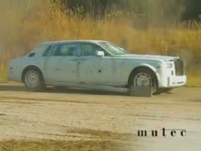 Test du blindage d'une Rolls Royce Phantom