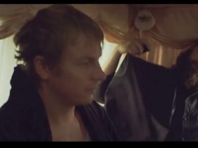 Kimi Räikkönen kidnappé dans un spot publicitaire