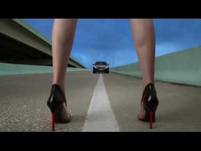 La mannequin Sui He tourne pour Mercedes