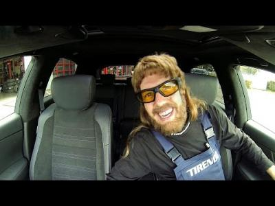 Sebastian Vettel méconnaissable en mécanicien pas très honnète