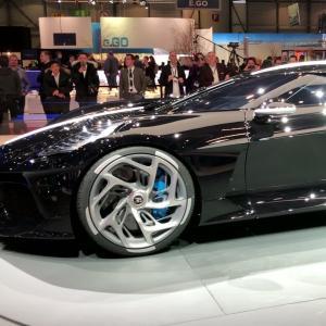 Salon de Genève 2019 : la Bugatti La Voiture Noire en vidéo