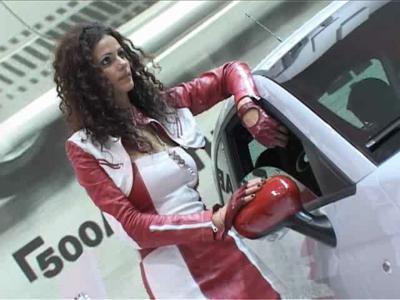 Reportage les hotesses du Mondial de l'Auto 2008