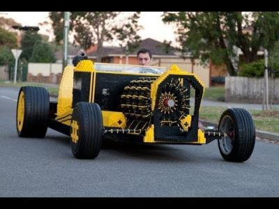Incroyable : il construit sa voiture entièrement en LEGO