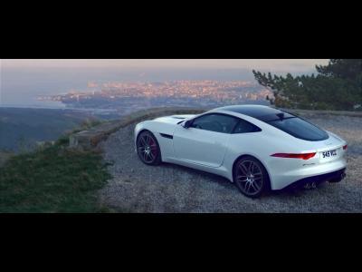 La Jaguar F-Type R Coupé se lâche en vidéo