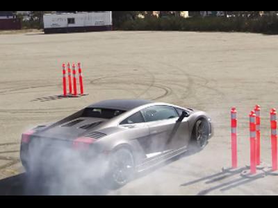 Cette Lamborghini se prend pour la Fiesta de Ken Block !