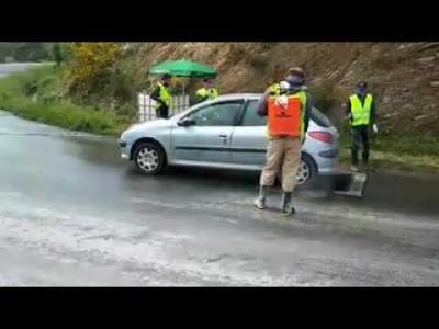Coronavirus en Algérie : un barrage de désinfection pour les voitures à l'entrée du village