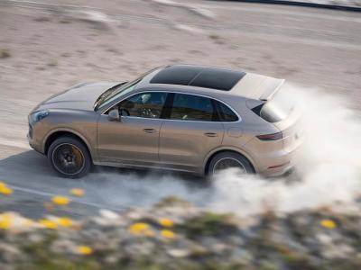 Porsche Cayenne Turbo S E-Hybrid : entre piste et terre