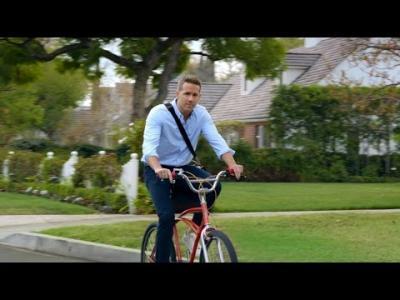 Une invasion de Ryan Reynolds pour la Hyundai Elantra et le Super Bowl
