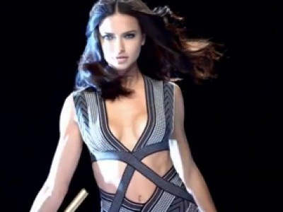 Pub Super Bowl 2012 : Kia choisit Adriana Lima