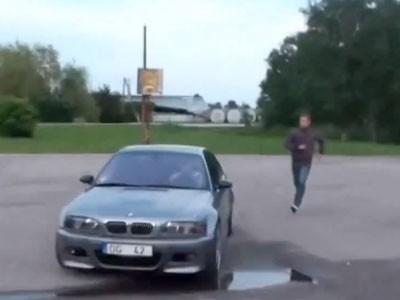 Une grand-mère se lance dans une séance de drift