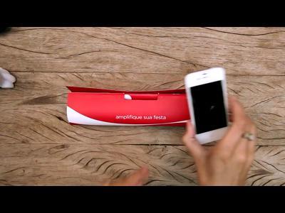 Coca transforme un magazine en boom box