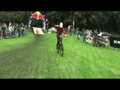 400 riders défient le vététiste Gee Atherton