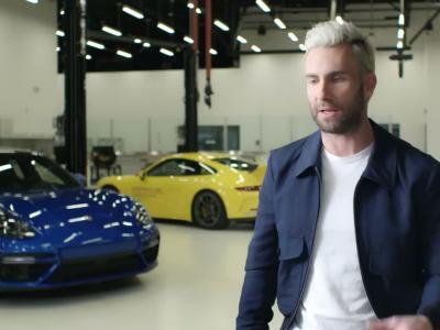 Adam Levine sur circuit avec la Porsche Mission E