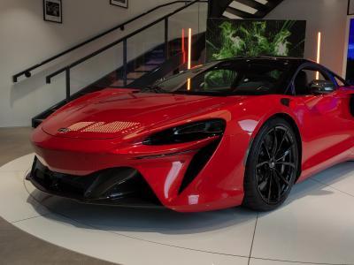 McLaren Artura (2021) : découverte de la supercar hybride rechargeable en vidéo