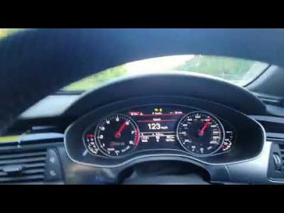 Il se filme à 325 km/h au volant de son Audi RS6 : la police le cherche
