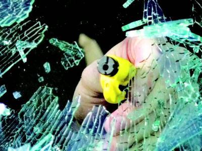 Resqme : un coupe-ceinture et un brise-vitre accrochés à votre porte-clefs