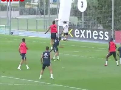 Real Madrid : le superbe but de Vinicius JR à l'entraînement