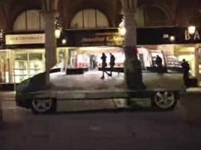 Une Mercedes qui se fond dans le décor
