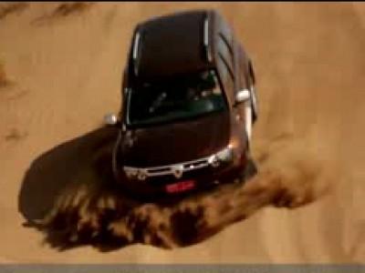 Mark Webber au volant du Dacia Duster à Oman