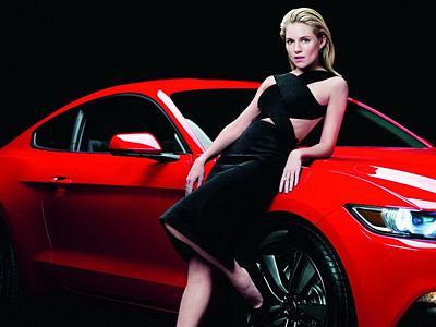 Sienna Miller, ambassadrice de charme pour la Ford Mustang