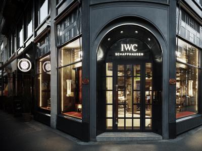 IWC Racing Works : visite guidée de la boutique dédiée à l'histoire d'IWC dans le sport automobile