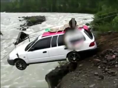 Insolite : une tyrolienne pour automobile en Sibérie