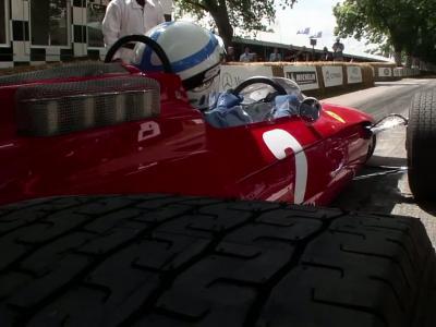La parade de Ferrari à Goodwood par Sir John Surtees et Kimi Raikkonen en vidéo