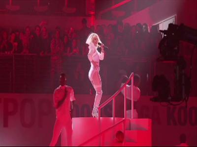 Lady Gaga présente en live son nouvel album